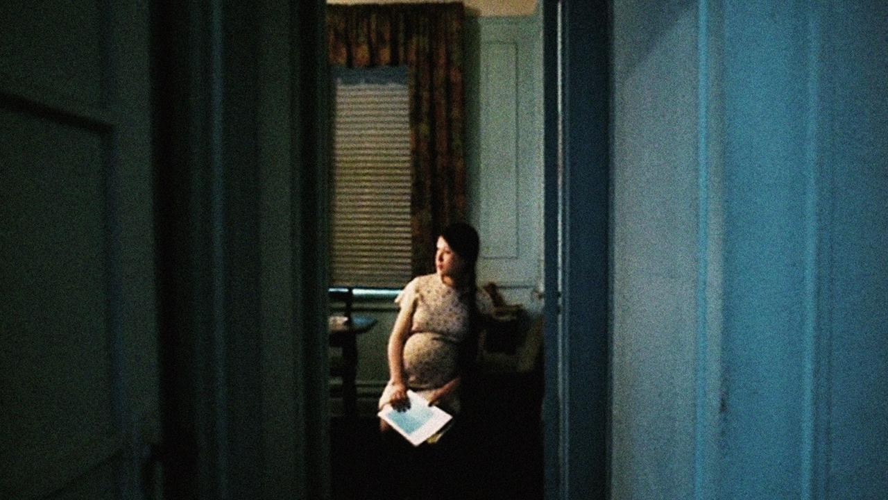 A pregnant woman in a dark room in Hotel Monterey, by Chantal Akerman